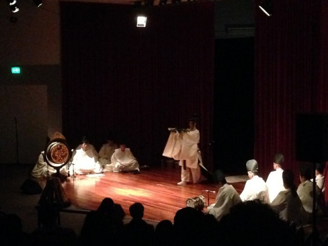 Photo Courtesy of JTB Hawaii. On October 7th, a special Mikagura Performance was held at our Liliu Theater 310. This is a specific type of Shinto theatrical dance and was performed by Tsurugaoka Hachimangu. They also collaborated with world famous Halau O Kekuhi and Friends from the Big Island who also performed during this event, showcasing similarities between Shinto and Hula in their performances.